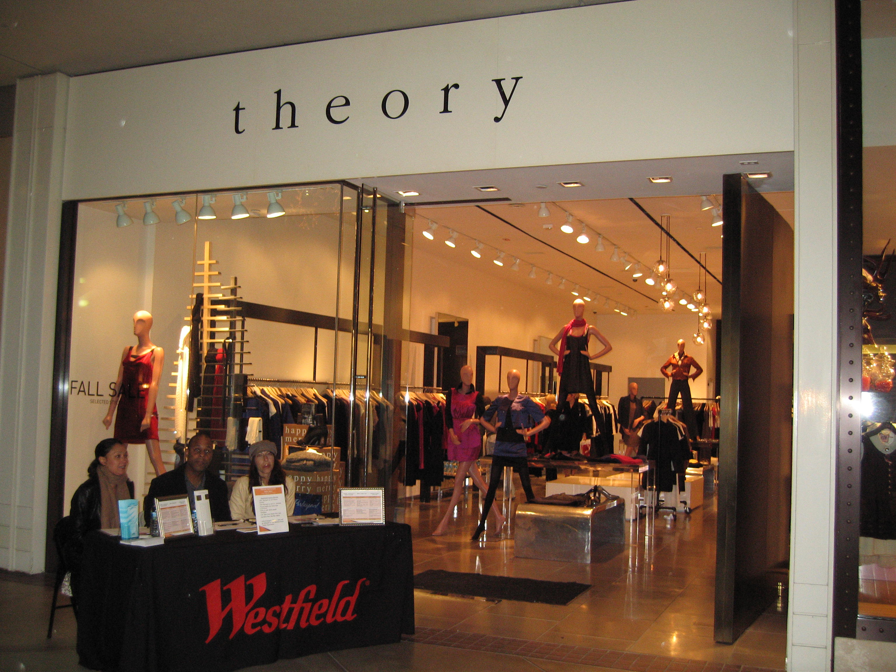 Vivendi Fashionista Style Salon Featuring Theory